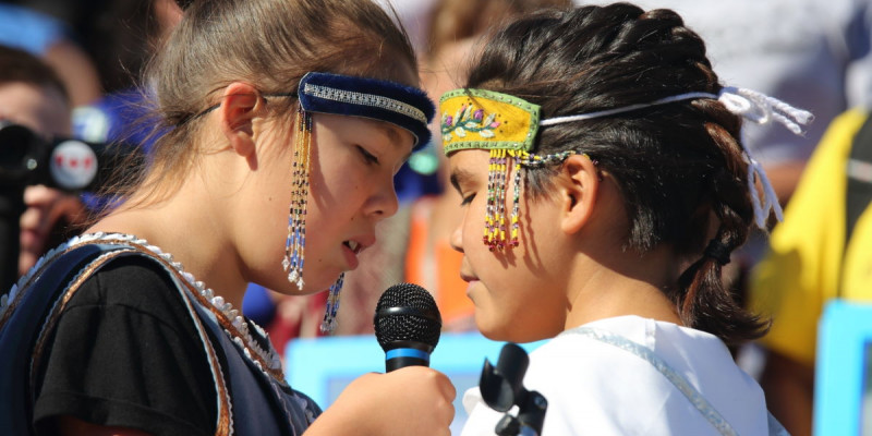 Young Inuit throat singers in Ottawa, Canada. © Art Babych/Shutterstock.com